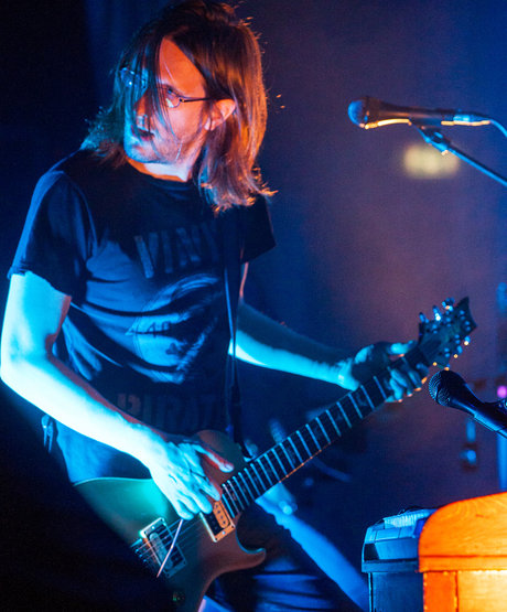 steven_wilson_live_shot_grace_for_drowning