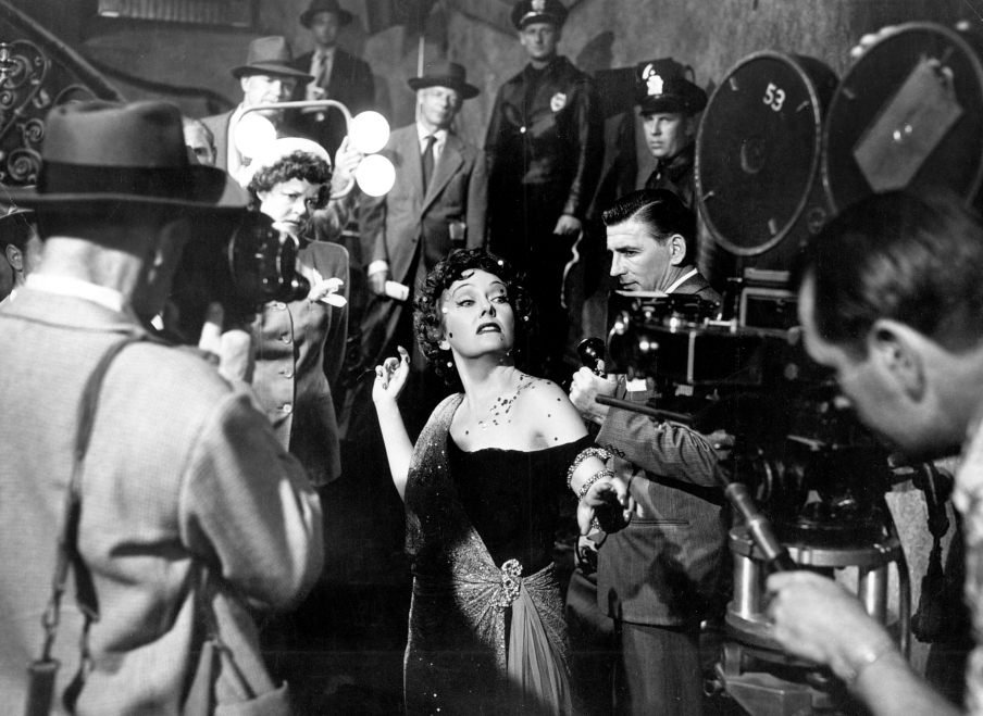 Sunset Blvd. (1950) aka Sunset Boulevard Directed by Billy Wilder Shown center: Gloria Swanson