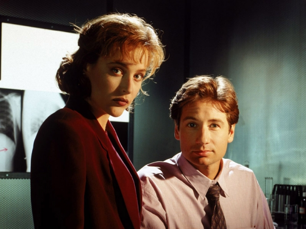 publicity-shot-from-the-x-files-first-season